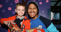 Baggies player Salomon Rondon with patient Stan Green